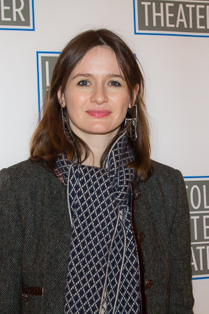 <p>  <em>The Newsroom</em>&#39&#x3B;s Emily Mortimer smiles for the cameras.</p><br />(© Seth Walters)