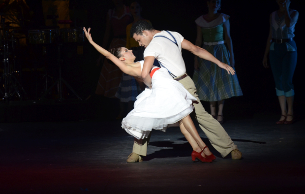 <p>Jerlandys Milián and Yadira Yasell show the audience some suave dance moves.</p><br />(© Félix Miranda)