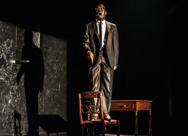 <p>Sahr Ngaujah plays Congolese independence leader Patrice Lumumba, one of Sarah&#39&#x3B;s selves.</p><br />(© Monique Carboni)