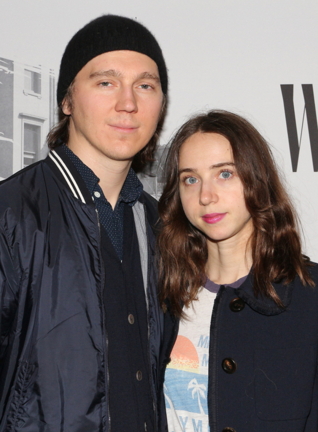 <p>Paul Dano and Zoe Kazan pose on the red carpet.</p><br />(© David Gordon)