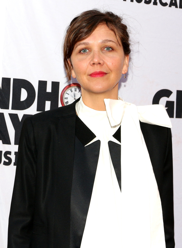 <p>Maggie Gyllenhaal walks the red carpet.</p><br />(© David Gordon)