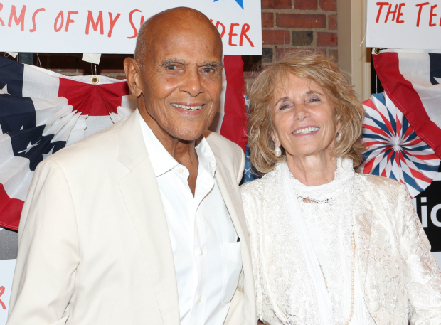 <p>Harry Belafonte and Pamela Frank take in the performance.</p><br />(© David Gordon)