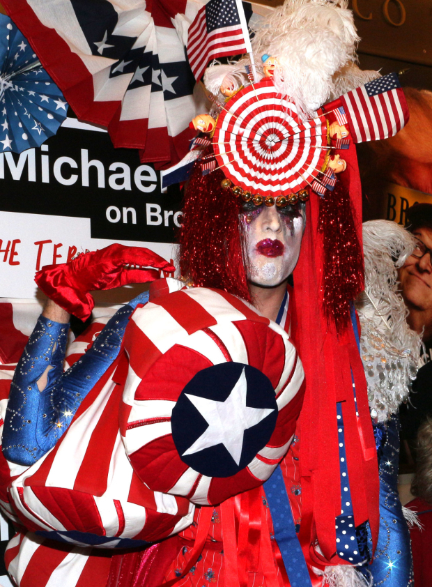 <p>Costume designer Machine Dazzle is decked out in the finest patriotic attire.</p><br />(© David Gordon)
