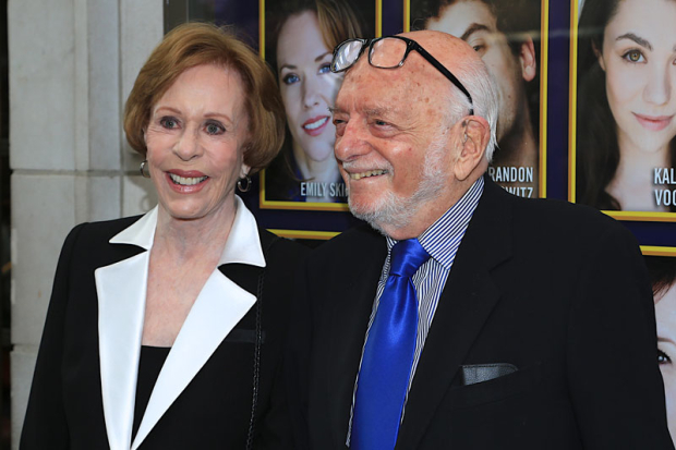 <p>Carol Burnett and Hal Prince arrive for the evening.</p><br />(© Tricia Baron)