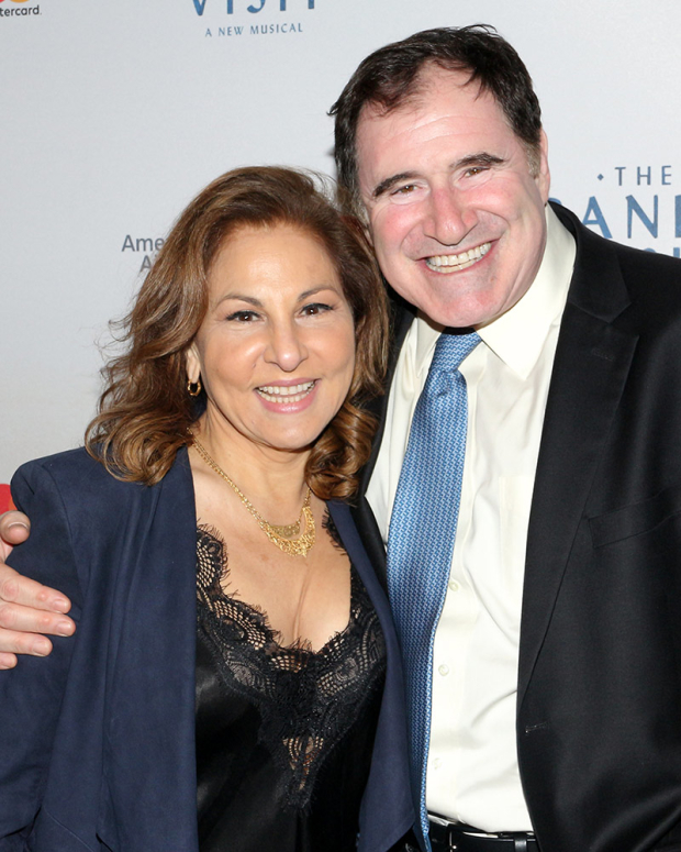 <p>Kathy Najimy and Richard Kind pal around on the red carpet.</p><br />(© David Gordon)