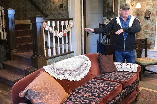 <p>Director and executive producer Scott Ellis takes us on a 360-degree tour of the Parker home.</p><br />(© David Gordon and Seth Walters)