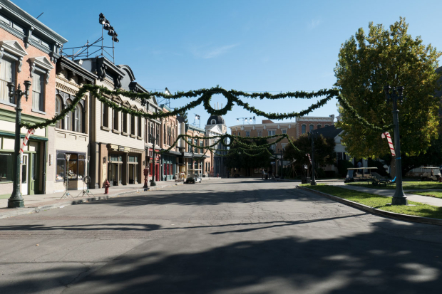 <p>A town square on the Warner Bros. Studios back lot gets Christmasy.</p><br />(© David Gordon and Seth Walters)