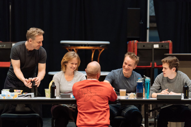 <p>Actors Paul Thornley, Poppy Miller, Jamie Parker, and Sam Clemmett have a conversation with director John Tiffany (back to camera).</p><br />(© Manuel Harlan)