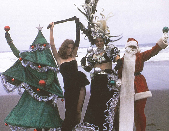 <p>1974: <em>Beach Blanket Babylon</em> founder Steve Silver as the Christmas tree with the revue&#39&#x3B;s original cast members.</p><br />(courtesy of the show)