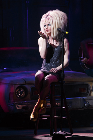 <p>Another look at Hedwig&#39&#x3B;s fancy head gear.</p><br />(© Joan Marcus)