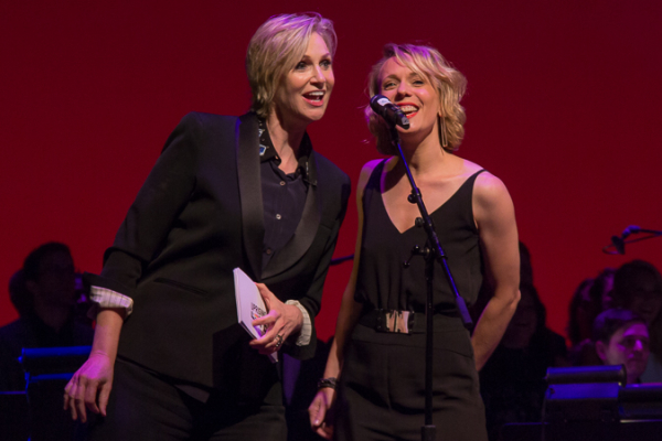 <p><em>Glee</em>&#39&#x3B;s Jane Lynch sings along with Sting&#39&#x3B;s backup singer.</p><br />(© Seth Walters)
