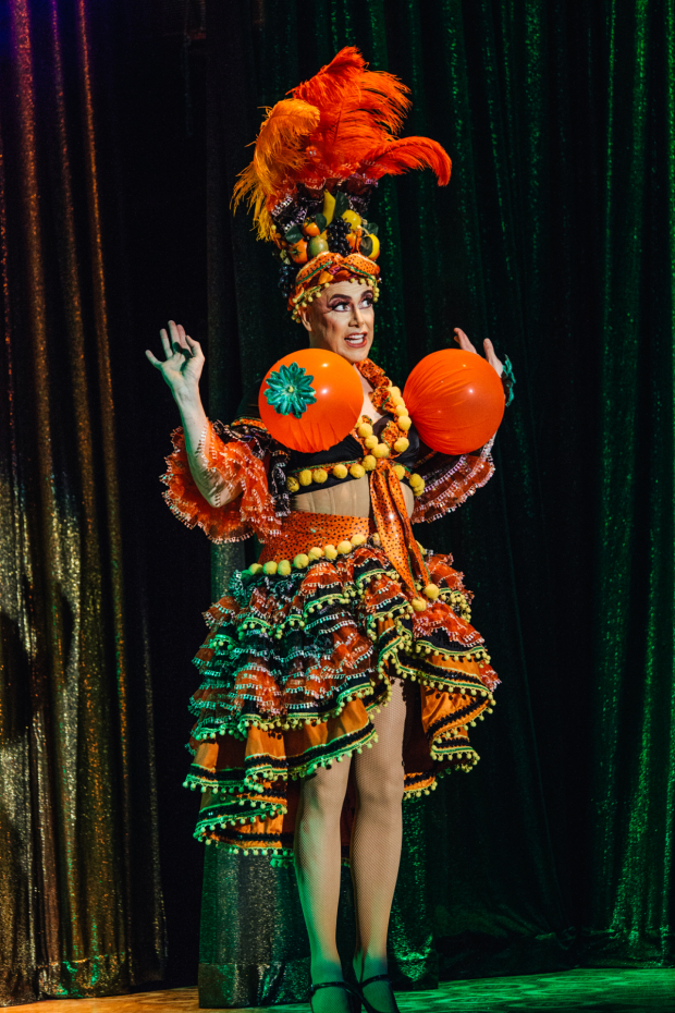 <p>A fully inflated Matt McGrath takes center stage.</p><br />(© Jeff Lorch)