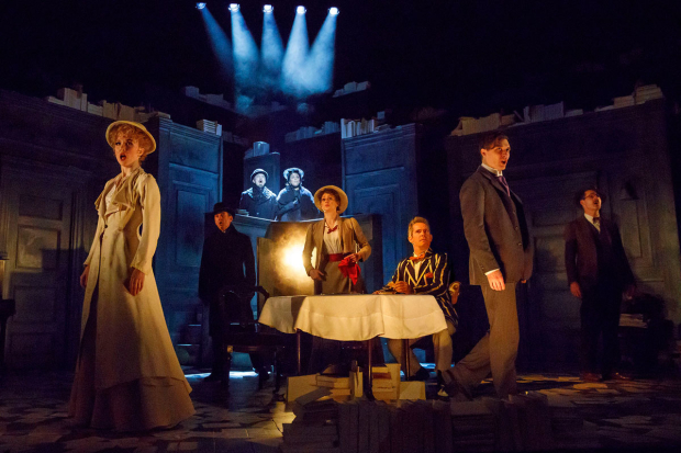 <p>A scene from Roundabout Theatre Company&#39&#x3B;s <em>Travesties</em>.</p><br />(© Joan Marcus)