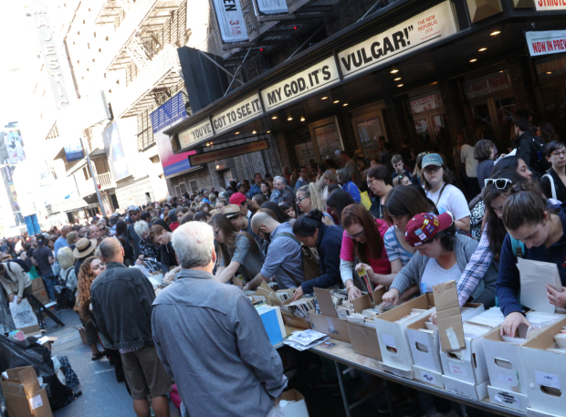 <p>An eager crowd goes searching for theatrical memorabilia.</p><br />(© David Gordon)