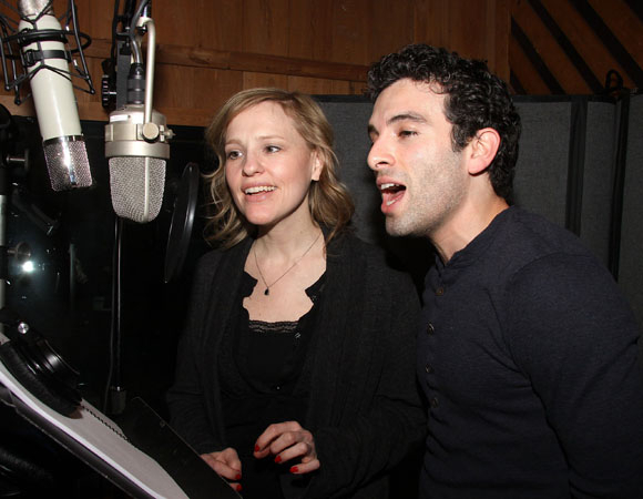 <p>Anika Larson and Jarrod Spector play fellow composing partners Cynthia Weil and Barry Mann. </p><br />(© Joe Marzullo)