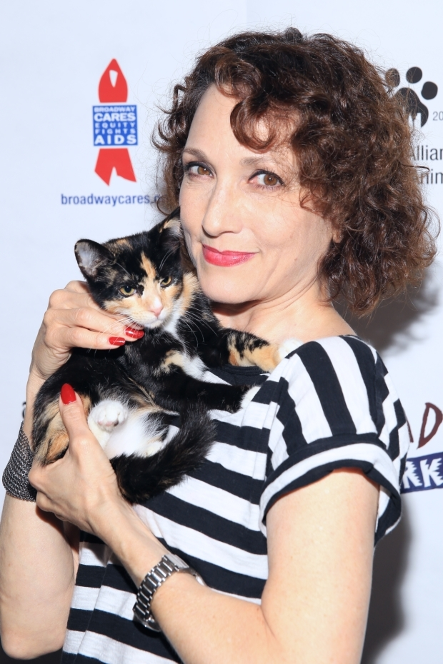 <p>Broadway legend Bebe Neuwirth meets a delightful kitty.</p><br />(© Tricia Baron)