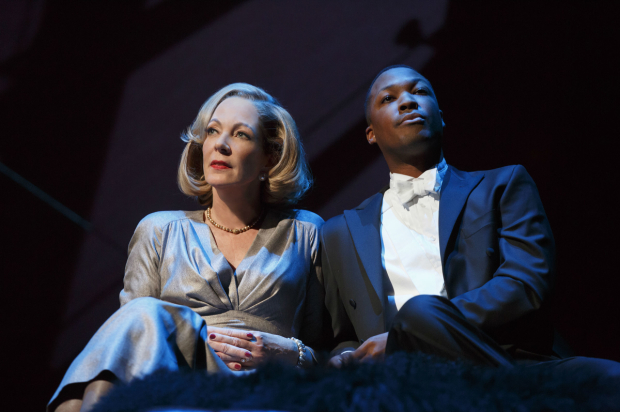 <p>Allison Janney and Corey Hawkins star in <em>Six Degrees of Separation</em>.</p><br />(© Joan Marcus)