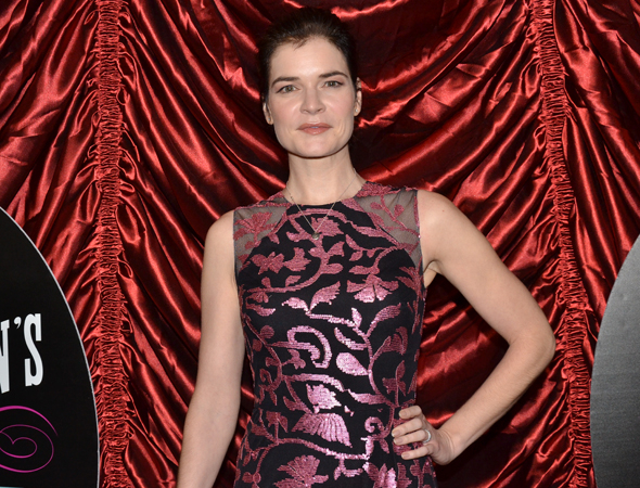 <p>Betsy Brandt of TV&#39&#x3B;s <em>Breaking Bad</em> and <em>The Michael J. Fox Show</em> is ready for a night at the theater.</p><br />(© David Gordon)