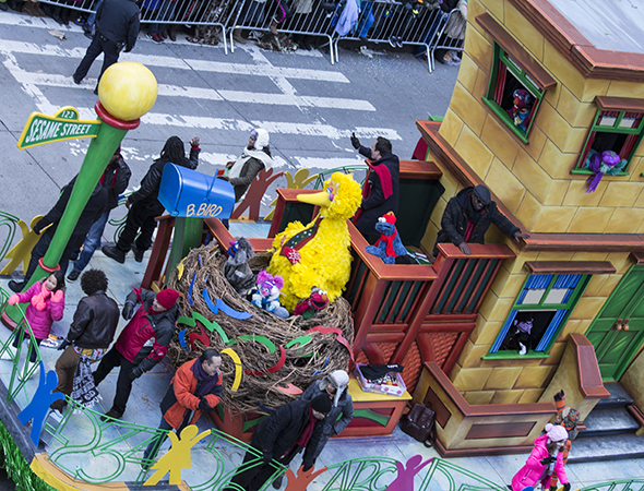 <p>Big Bird and the <em>Sesame Street</em> gang entertain their fans.</p><br />(© David Gordon)
