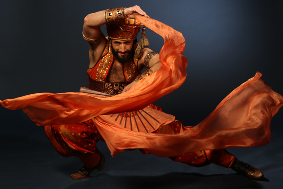 <p>Brandt Martinez shows off one of <em>Aladdin</em>&#39&#x3B;s ornate costumes.</p><br />(© Cylla von Tiedemann)