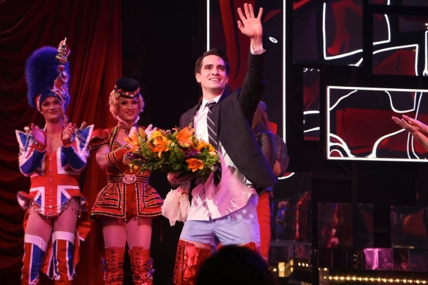 <p>Brendon Urie waves goodnight after the show.</p><br />(© Tricia Baron)
