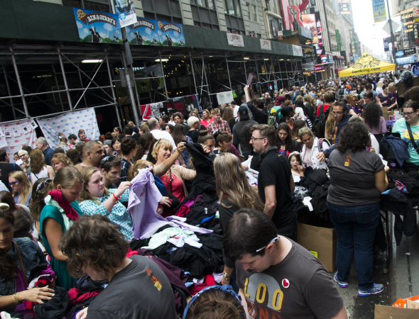 <p>Broadway fans go digging for show shirts.</p><br />(© David Gordon)