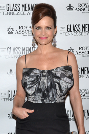<p>Carla Gugino is looking as stunning as ever.</p><br />(© David Gordon)