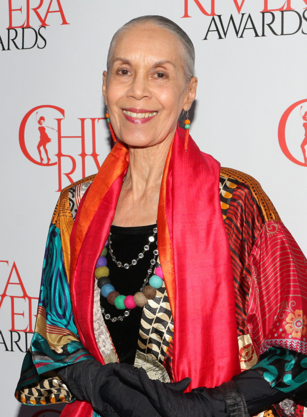 <p>Carmen de Lavallade presents at the Chita Rivera Awards.</p><br />(© David Gordon)