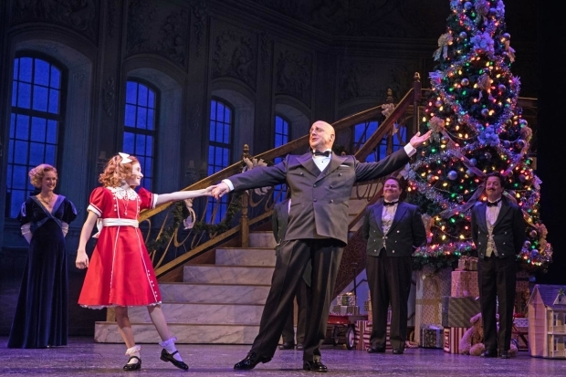 <p>Cassidy Pry and Christopher Sieber dance the night away in <em>Annie</em>.</p><br />(© Evan Zimmerman)