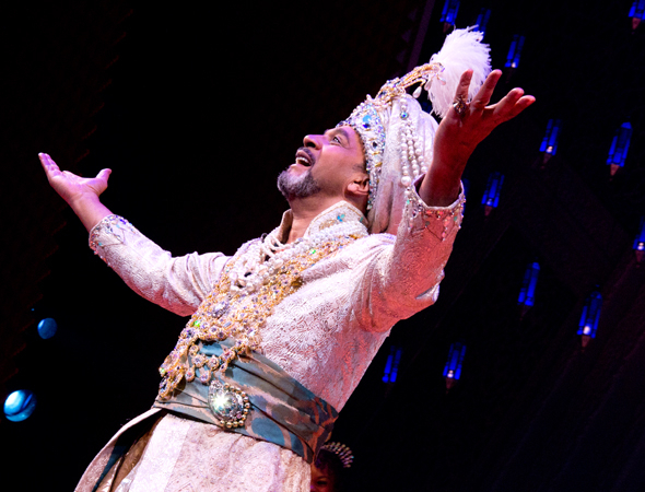 <p>Clifton Davis takes his bow as the Sultan.</p><br />(© David Gordon)