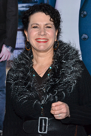 <p>Comedian Susie Essman arrives and poses for photos outside the Richard Rodgers Theatre.</p><br />(© David Gordon)