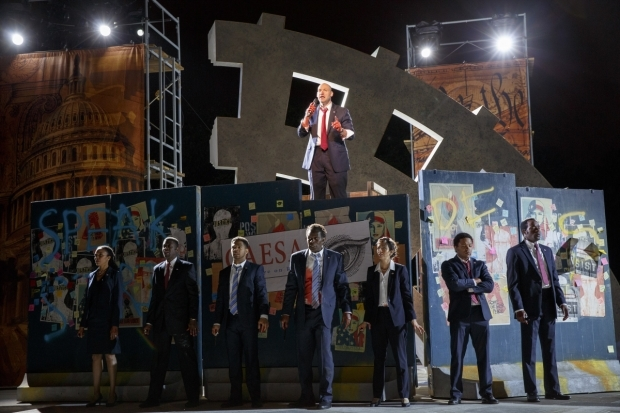 <p>Corey Stoll (above) as Brutus pleads his case to the people.</p><br />(© Joan Marcus)