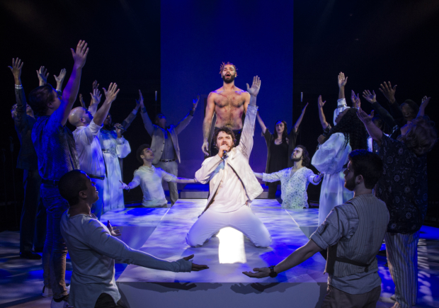 <p>Costars Nicholas Edwards and Ari McKay Wilford share the stage.</p><br />(© Colin Hovde)