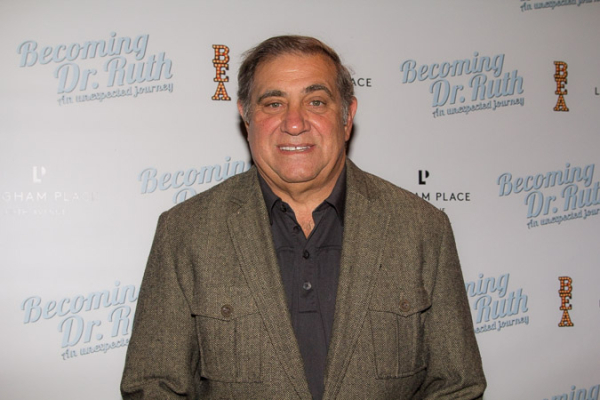 <p>Dan Lauria, star of the musical <em>A Christmas Story</em>, smiles for the cameras.</p><br />(© Seth Walters)