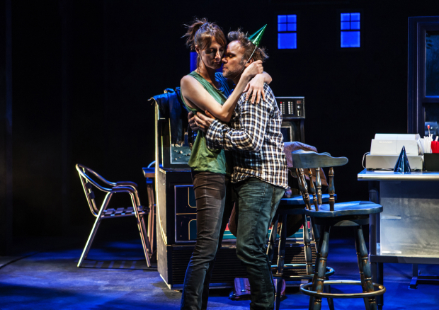 <p>Dolly Wells and Norbert Leo Butz share an intimate moment.</p><br />(© Monique Carbon)