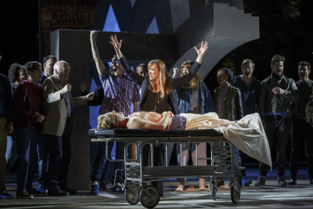 <p>Elizabeth Marvel stands over the body of Gregg Henry&#39&#x3B;s Caesar.</p><br />(© Joan Marcus)