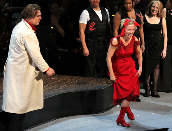 <p>Emma Thompson takes her opening-night bow.</p><br />(© David Gordon)