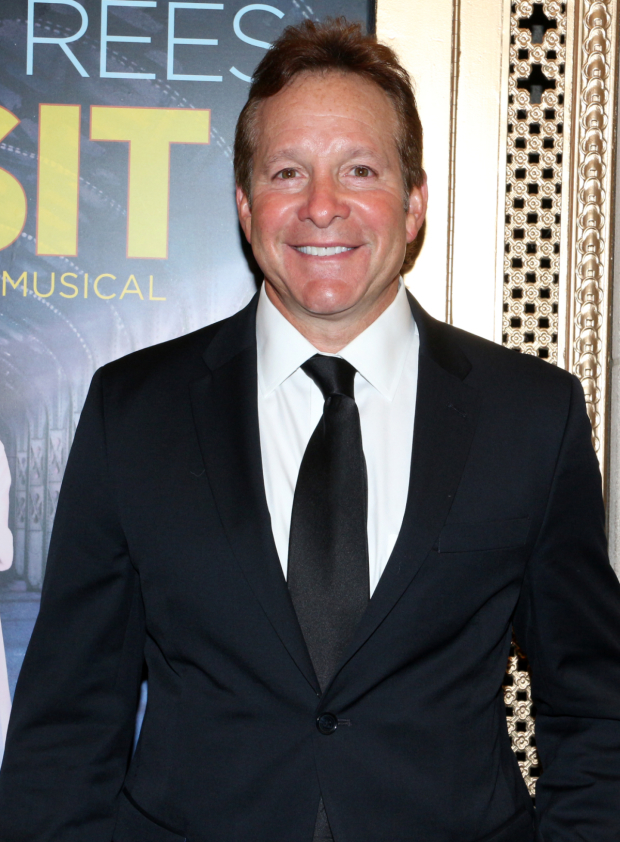 <p>Film favorite Steve Guttenberg poses for photos before the show starts.</p><br />(© David Gordon)