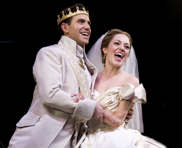 <p>Fontana and Osnes sing the musical&#39&#x3B;s finale song on opening night.</p><br />(© David Gordon)