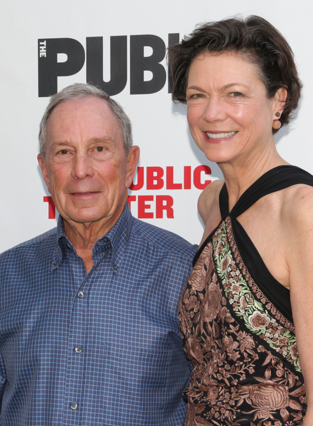 <p>Former New York City Mayor Michael Bloomberg arrives with his girlfriend, Diana Taylor.</p><br />(© David Gordon)
