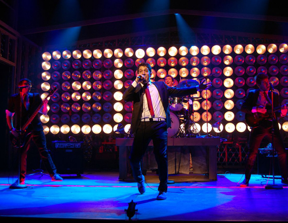 <p>Getzug takes center stage.</p><br />(© TheaterMania)