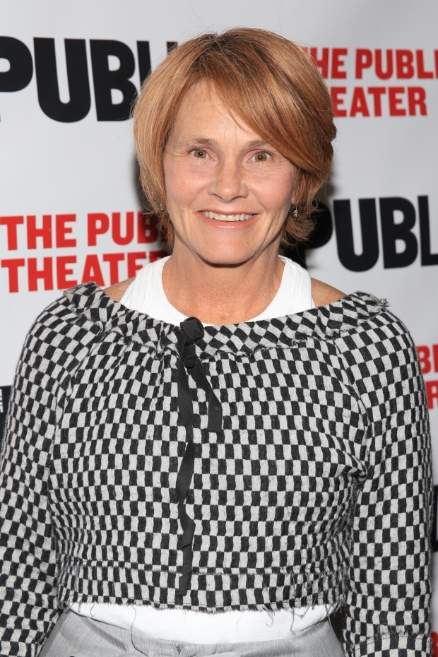 <p>Grammy-winning singer Shawn Colvin walks the red carpet.</p><br />(© Tricia Baron)