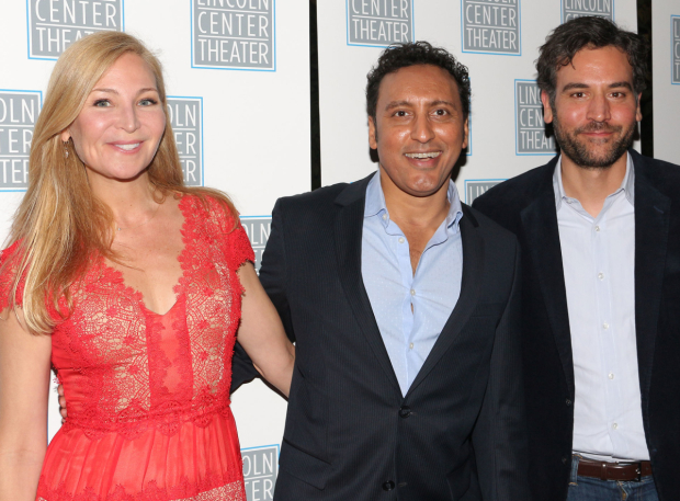<p>Guests included Jennifer Westfeldt, Aasif Mandvi, and Josh Radnor.</p><br />(© David Gordon)