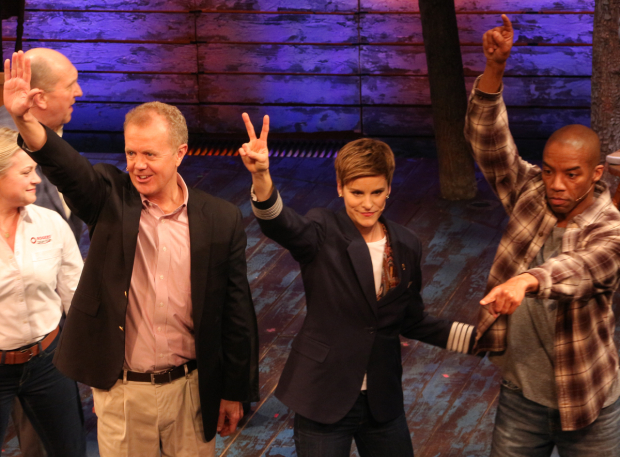 <p>Happy opening to the cast of <em>Come From Away</em>!</p><br />(© David Gordon)