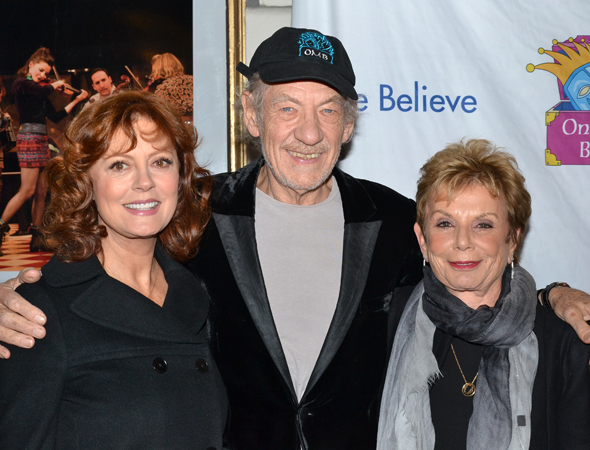 <p>Honoree Susan Sarandon and Only Make Believe founder Dena Hammerstein flank the evening&#39&#x3B;s host, Sir Ian McKellen.</p><br />(© David Gordon)