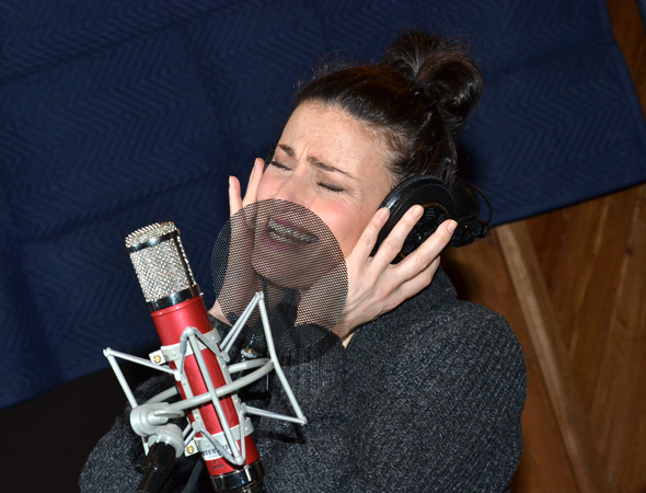 <p>Idina Menzel sings her heart out.</p><br />(© David Gordon)
