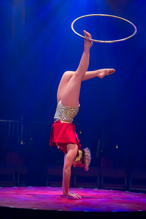 <p>Impressive Hula-Hooping by Jess Love.</p><br />(© Seth Walters)