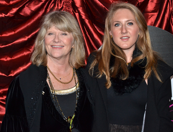 <p>It&#39&#x3B;s a bonding night for Judith Ivey and her daughter, Maggie.</p><br />(© David Gordon)