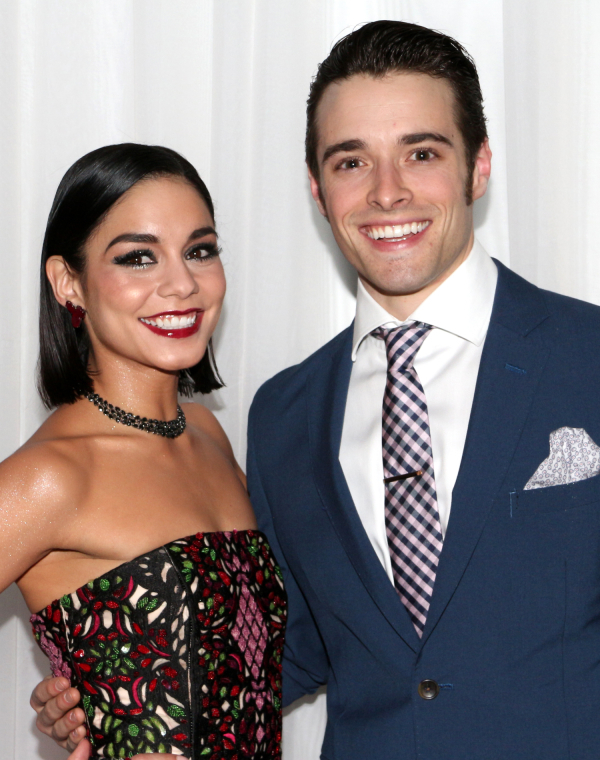 <p>It&#39&#x3B;s time for a couple&#39&#x3B;s shot of onstage pairing Vanessa Hudgens and Corey Cott!</p><br />(© David Gordon)