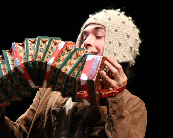 <p>Jake Horowitz is Lear&#39&#x3B;s accordion-playing fool.</p><br />(© Gerry Goodstein)
